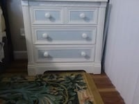 white wooden 2-drawer chest Miami, 33169