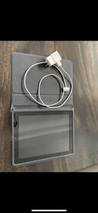 iPad 3 with charger and case  Oakville, L6K 1S2