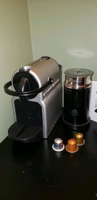 Nespresso Delonghi Inissia with Aerochino 3 milk frother barely used