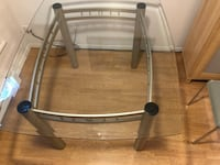 Glass top dining table with metal base Kelowna, V1Y