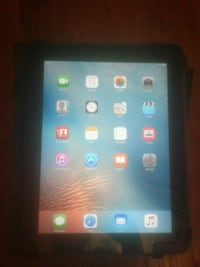 Ipad 32GB w/Leather Case  597 mi
