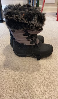 Girls size 1 winter boots