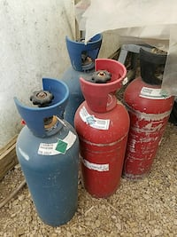 CO2 tanks 4 of them 2 blue 2 red