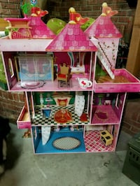 pink, blue, and green dollhouse Hendersonville, 37075