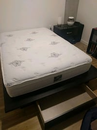 Full Size Bed with platform bed frame Seattle, 98109