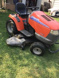 Red and black ride-on mower Clear Brook, 22624