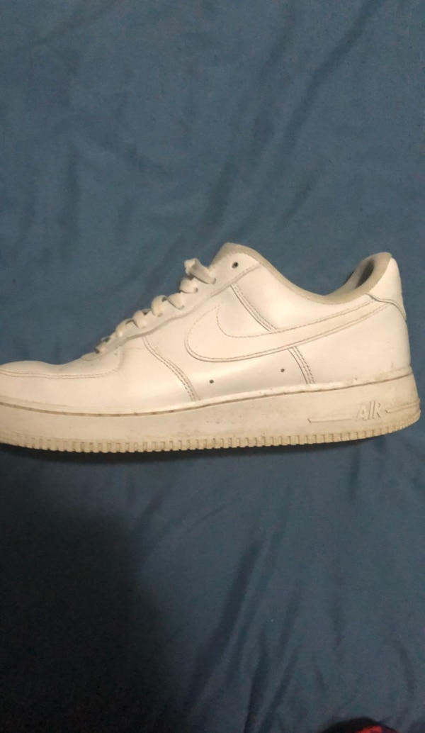 177fce011ba Used unpaired white Nike Air Force 1 low for sale in Brampton - letgo