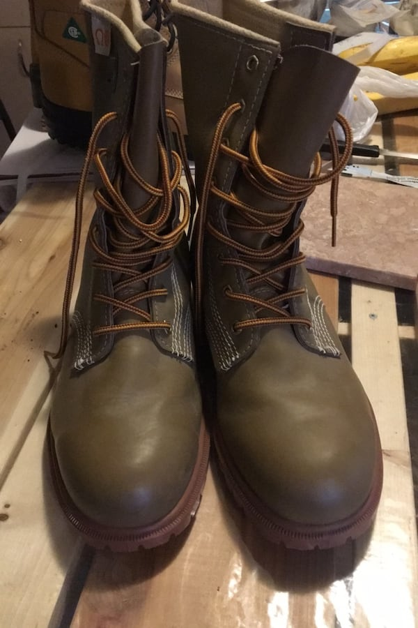 1 pair of brand new work boots 3fbda378-1654-4a9f-8595-202ebca2e7c9