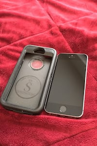 Unlocked iPhone SE 16GB  Comes with durable Lordther case