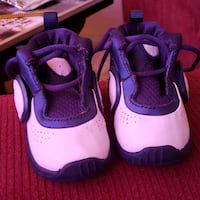 Boys nikes size 2t North Platte, 69101