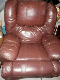 Chair with foot rest built in  Niagara Falls, L2H 3A5