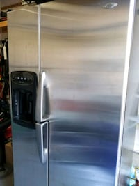 stainless steel side-by-side refrigerator with dis Vaughan, L6A 0R4