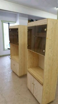 3 lit bookshelves Welland, L3B 3V8
