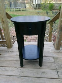 round accent table brown Laurel, 20708