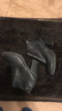 Pair of gray leather boots Los Banos, 93635