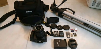 NIKON D5100 CAMERA WITH 18-55MM LENS & ACCESSORY KIT