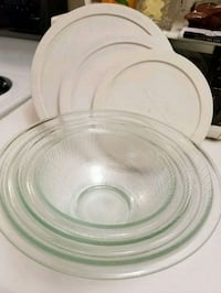 (3) Pyrex Bowls With Lids Made in USA 382 mi