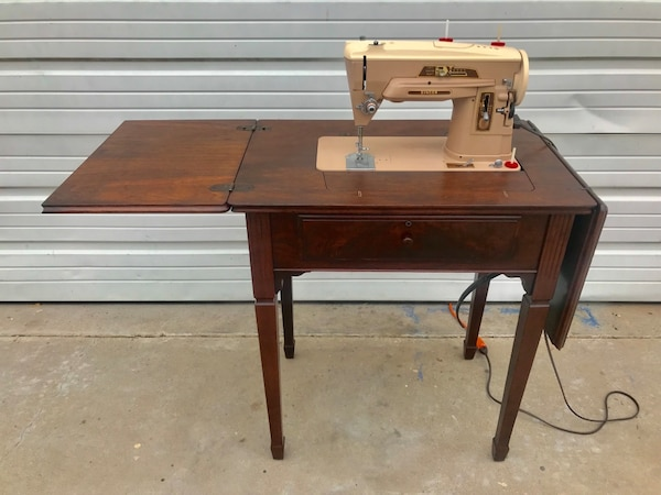 VINTAGE SINGER 403A SEWING MACHINE / REFINISHED CABINET / ACCESSORIES