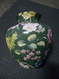 Fancy vase made in italy Montreal, H3W 1K8