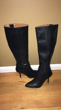 Nine West Black Leather high heel tall side zip size 7.5
