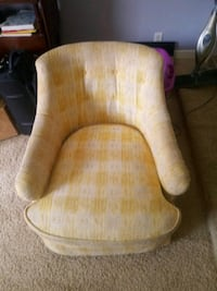 Nice recliner with wheels Clinton, 39056