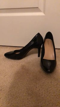 pair of black pointed-toe pumps Fairfax, 22030