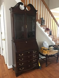 Cherry secretary in very good condition.  Cash at pick up.   Fairfax, 22030