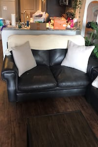 Love seat (Deliver is an option)  Sandy, 84070