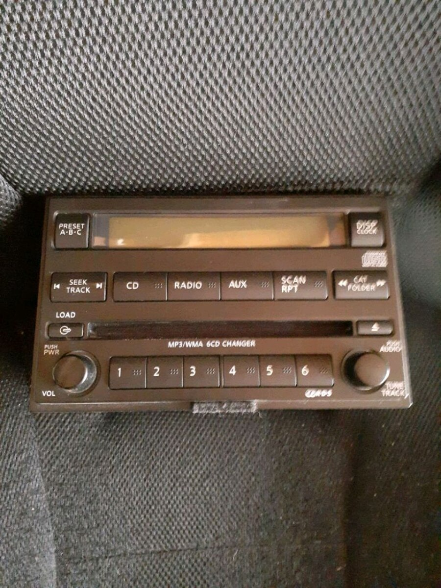 Photo Nissan Factory 6 disc player for Nissan titan