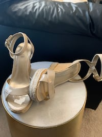 Guess wedge sandal size 9