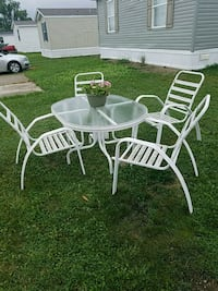 table and chairs Grand Blanc, 48439