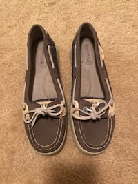 Pair of gray sperry boat shoes New Castle, 19720