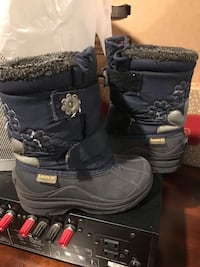 Winter boots size 9 girls