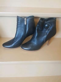 pair of black leather booties Vaughan, L6A 3G8