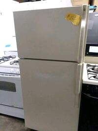 Ge top and bottom refrigerator excellent condition Baltimore, 21223