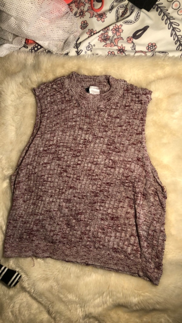 gray and black knitted sleeveless top
