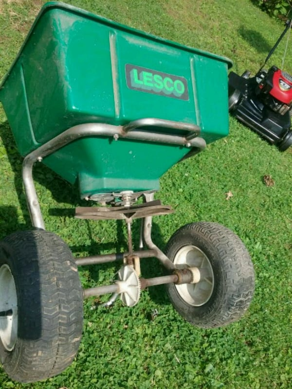 Lesco 80lb commercial lawn spreader  0