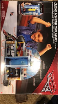 Disney Cars Florida Speedway Mega Garage playset box Commerce, 48382