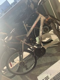 Black and gray hard tail mountain bike