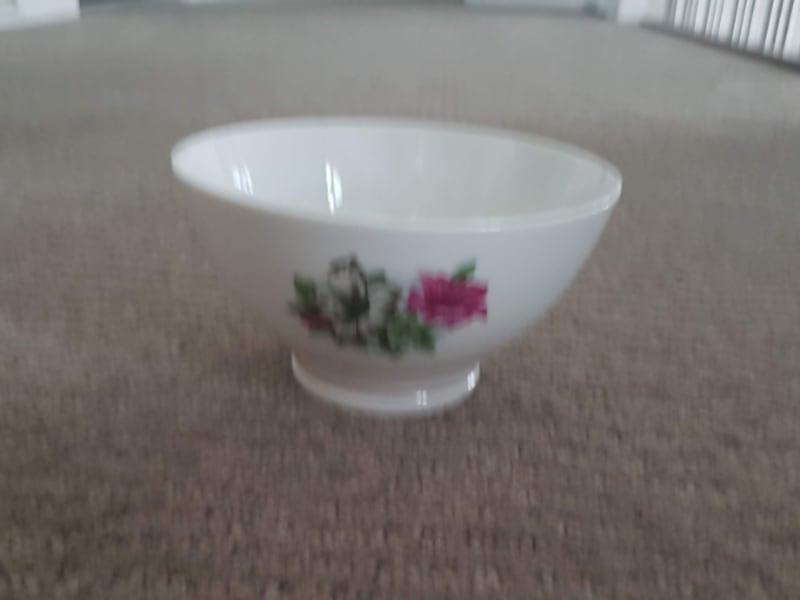 Porcelain Glass Bowls with Flower Motif (Set of 4) 79467739-5eb4-4840-a809-46ad908a8b1f