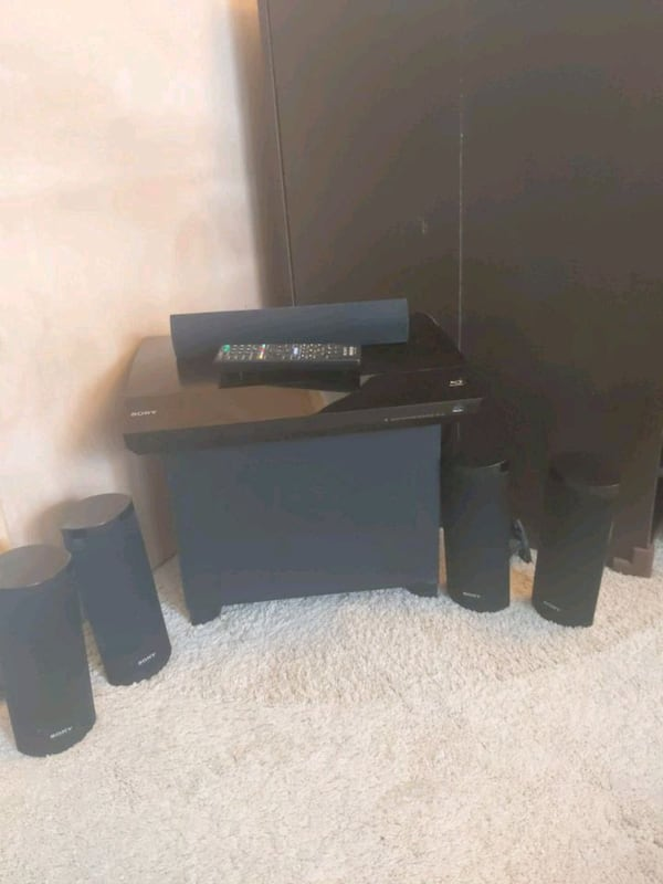 Sony surround sound system (w/ Blue-ray player and 62848330-c1c9-4101-9c4a-6673dd94424f