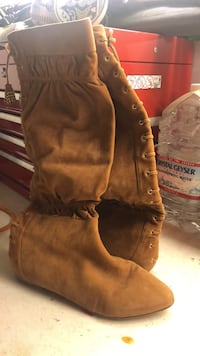 suede boots , sz 8.5, barrly used  Danville, 94506