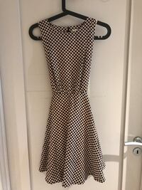 Women's black and white sleeveless dress