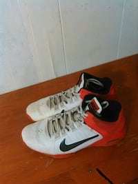 Nice pair of red and white nikes Arnold