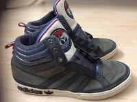 Paar schwarze Adidas Mid-Rise Sneakers Offenbach am Main, 63067