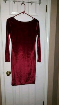 red long-sleeved dress Round Rock, 78664