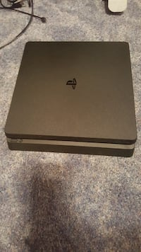 PS4 8 games and 3 controllers