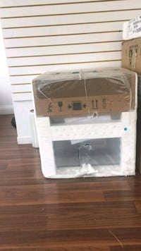 """24"""" WHIRLPOOL WALL OVEN  Mississauga, L5N 8K8"""