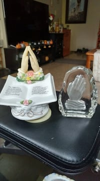 Must go! Praying hands figurines. Good condition. Located in Simcoe. Pickup only.