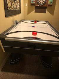black and white air hockey table Gainesville, 20155